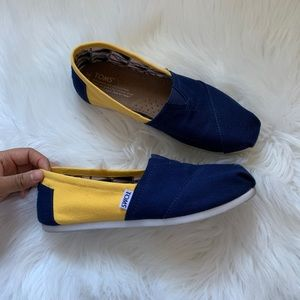 Navy blue & yellow toms